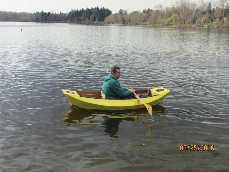 Mouse Grande being rowed