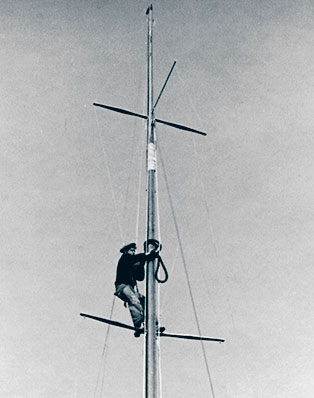 Mast with spreaders