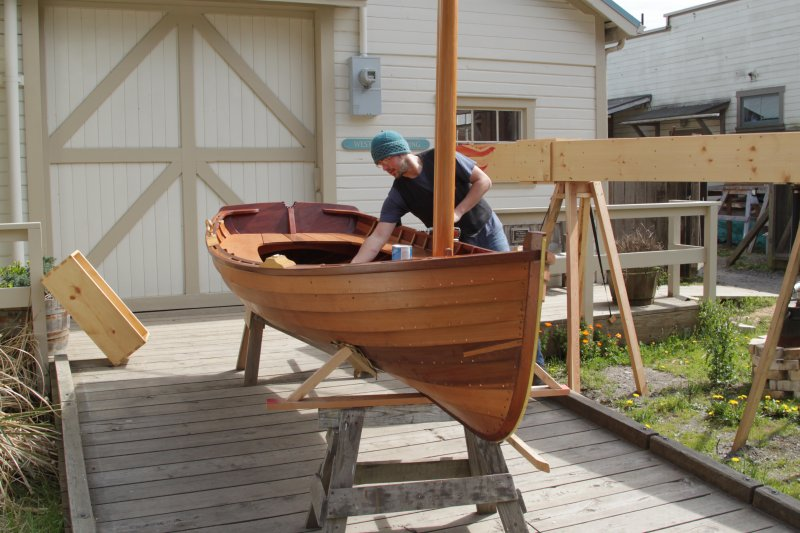 A student puts the finishing touches on the Sid skiff