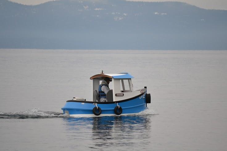 Starboard aft on lake