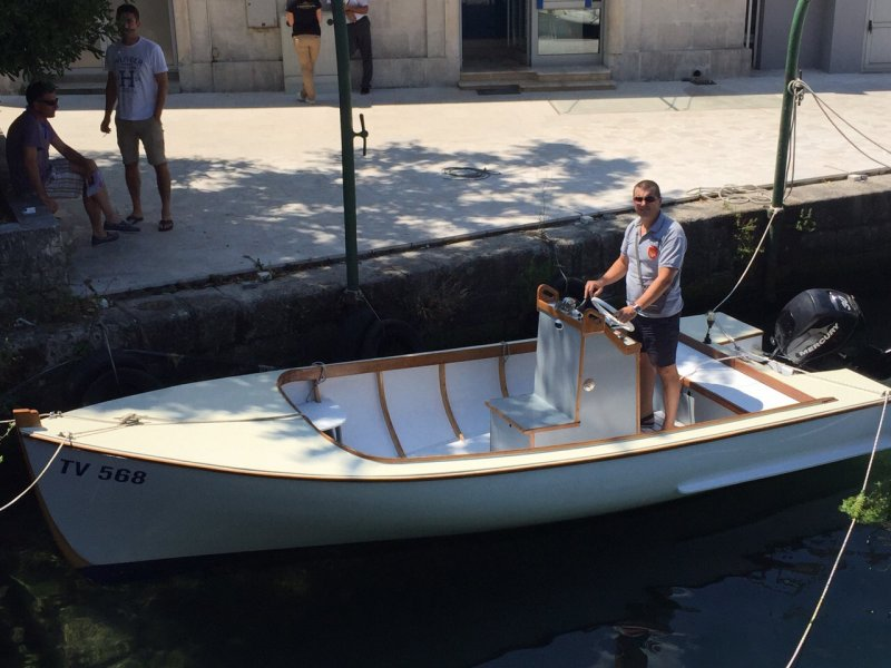 Zoran Bozovic designed and built this 18' launch.