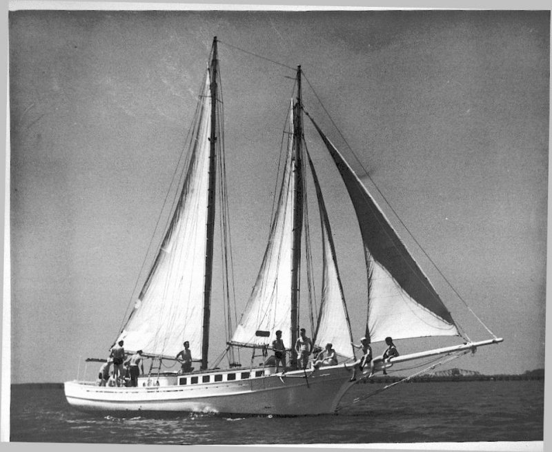LAVENGRO (ex-HELEN) was built as an oyster schooner.