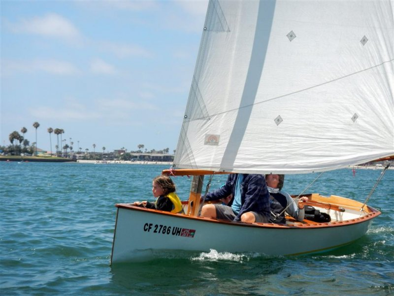 Goat Island Skiff - easy to build plywood sailing dinghy. Light and fast whether under sail or rowing