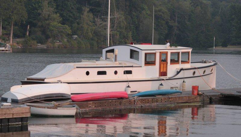 RIPTIDE, Schertzer Bros. bridgedeck cruiser.