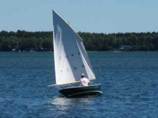 Le Canard sailing