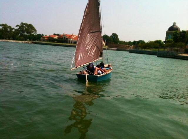 Sailing Tri-Keel fin Skifff