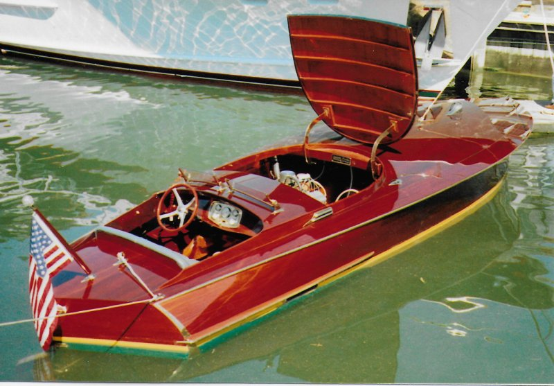 THE SHEIK is a 1985 replica of a 1920s Gold Cup raceboat.