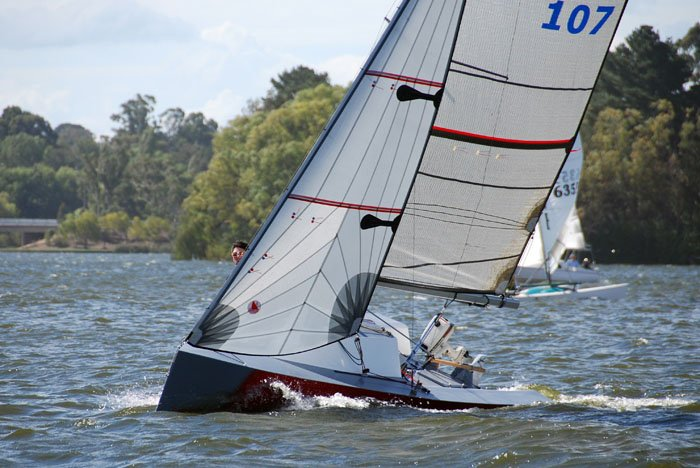 i550 racing sailboat photo