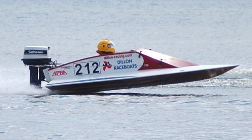 Outboard Boat Racing V-bottom racing boat