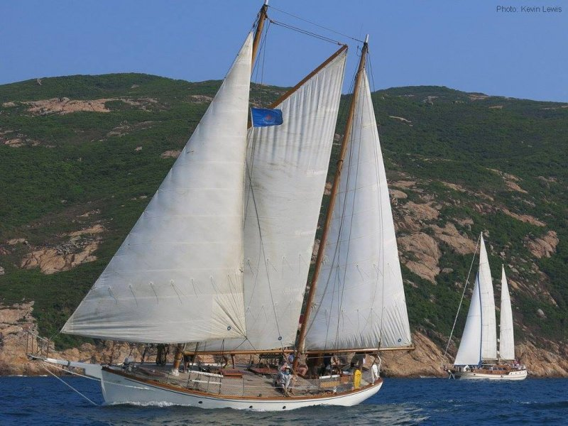 Black Dolphin sailing in Hong Kong in ABC 2015 Classic Yacht Race