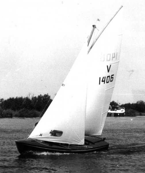Vrijheid V1406 sailed by its builder.