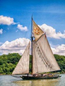 Hudson River sloop CLEARWATER.