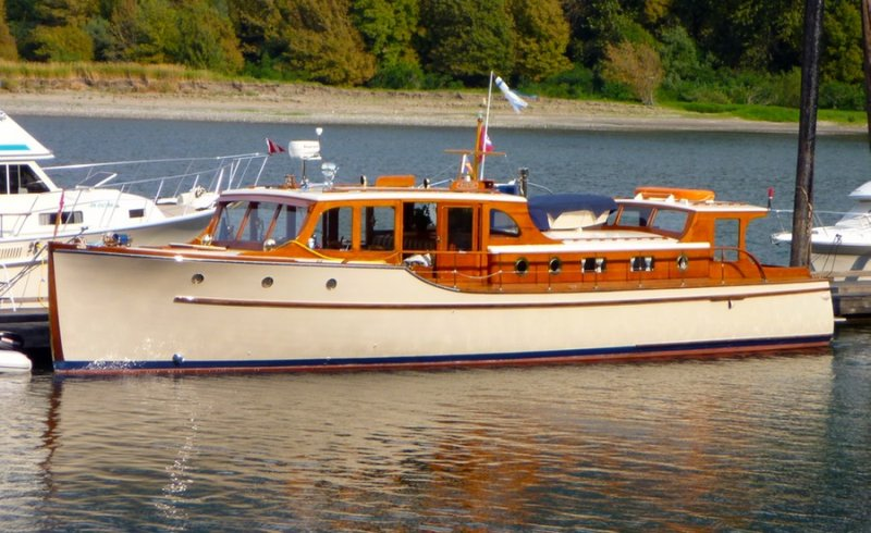 WHAT A WONDERFUL WORLD ex-RINTA, bridgedeck cruiser.