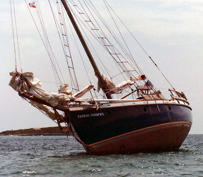 FISHERS HORNPIPE aground in the Bahamas.