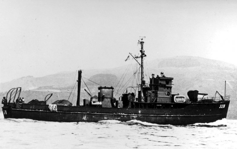 USS YMS-328. Naval History and Heritage Command photo NH 84982.
